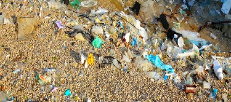 Engenheira química transforma resíduos de plástico em combustíveis